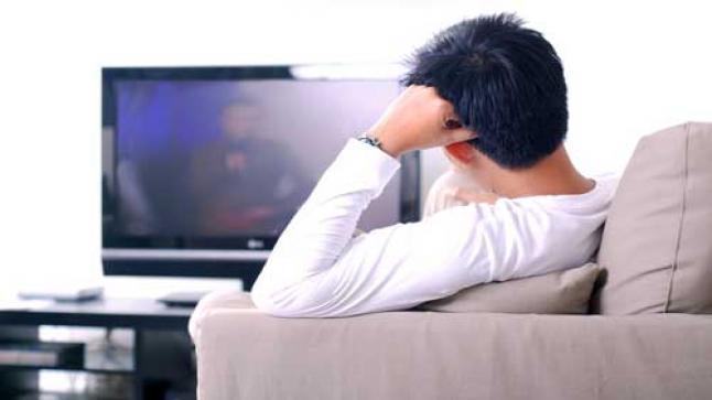 مشاهدة التلفزيون أكثر من اللازم يلحق أضراراً لدماغك