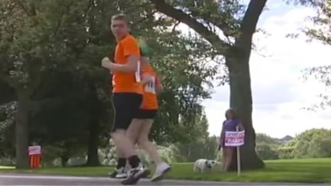 فيديو | هل تعلم لماذا ينظر المتسابقين إلى الخلف أثناء السباق؟
