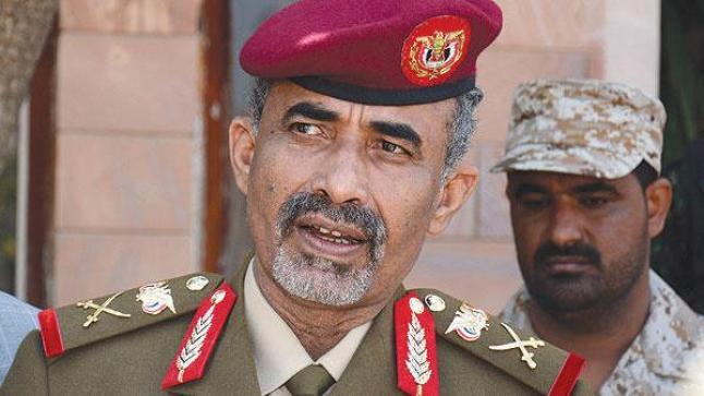 الحوثيين ينقلون وزير الدفاع الصبيحي إلى مسقط تمهيداً للإفراج عنه