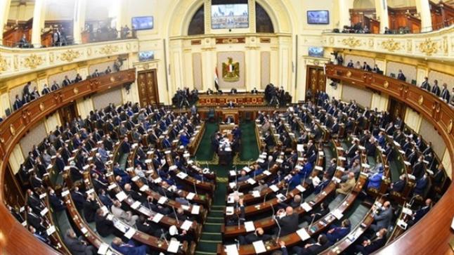 الترخيص أو الحبس.. النواب المصري يمنع ظاهرة الباعة الجائلين داخل محطات السكة الحديد