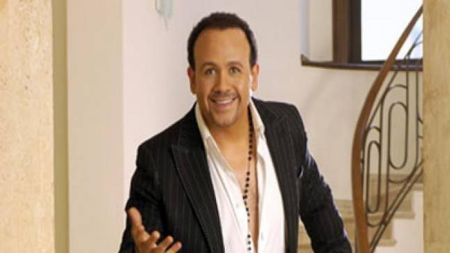 هشام عباس ينتهي من تصوير 3 أغاني من الألبوم الجديد