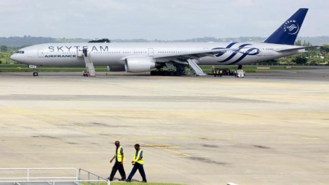 طائرة فرنسية تهبط اضطرارياً في كينيا بسبب جهاز غريب وجد في مرحاض الطائرة
