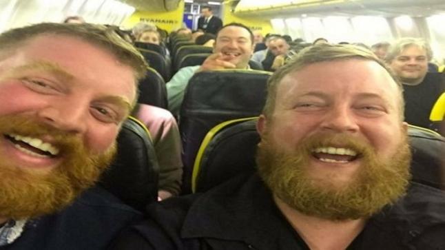 تؤامان غريبان يلتقيان لأول مرة عبر طائرة ايرلندية