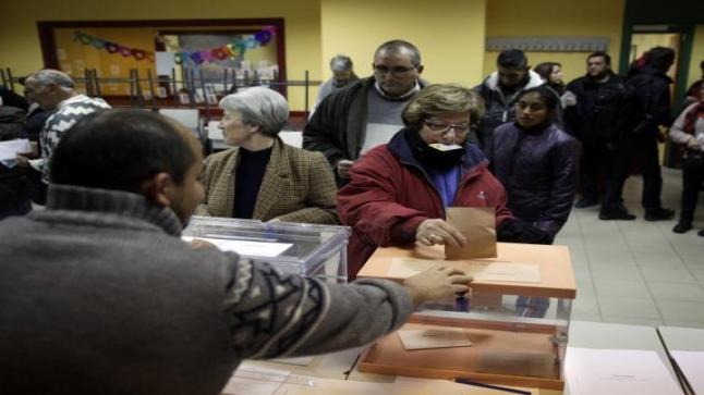 الإسبان يصوتون في انتخابات وطنية لا يمكن التنبؤ بها