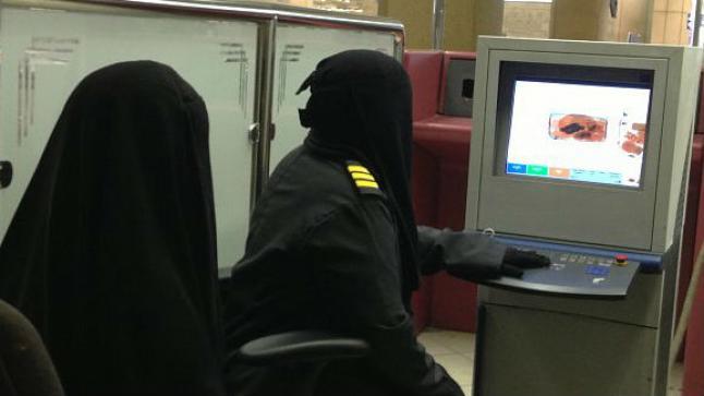 السعودية تدفع بكوادر نسائية أمنية لأول مرة في المطارات