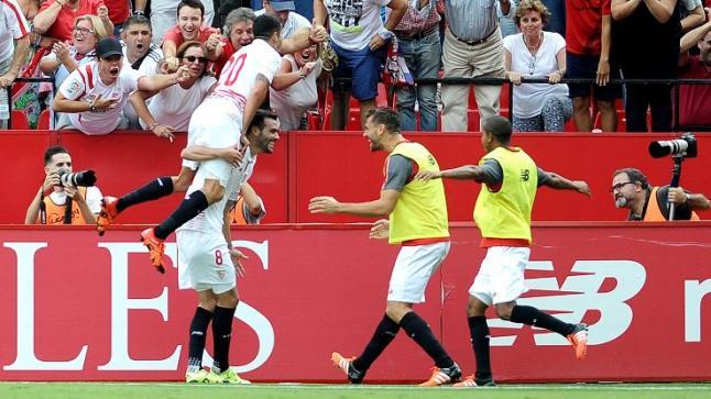 إشبيلية يهزم برشلونة ويحرمه من اعتلاء صدارة الدوري الإسباني مؤقتاً