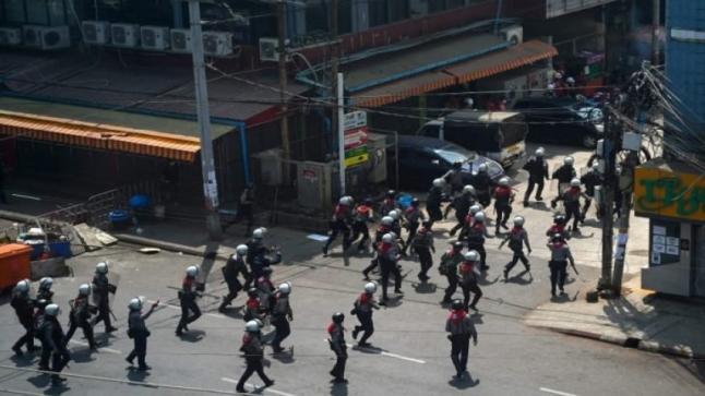 بينهم طفل.. شرطة ميانمار تقتل ستة متظاهرين