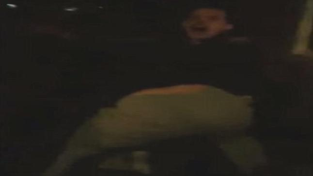 فيديو   القاء قبض وحشي من الشرطة لطالب أمريكي بسبب الإزعاج