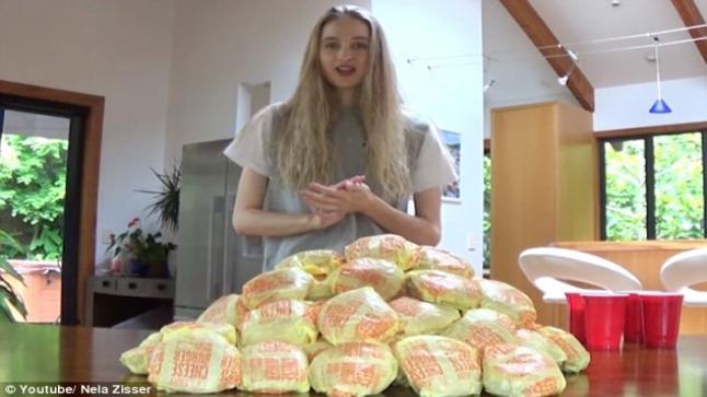 فيديو | ملكة جمال الأرض ونيوزيلندا تلتهم 46 شطيرة برغر في ساعتين