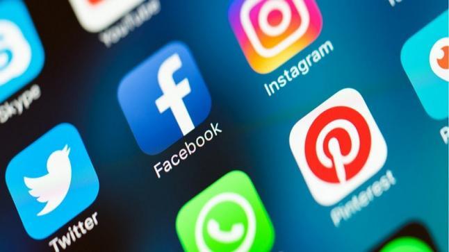 فيسبوك تعتزم دمج تطبيقي واتساب مع ماسنجر قريباً