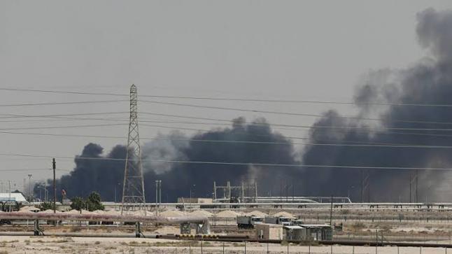 جماعة الحوثي تطلق صاروخا علي منشآة شركة أرامكو السعودية