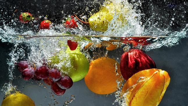 تنظيف الخضار والفواكه بطريقة آمنه دون التأثير على فوائدها الغذائية