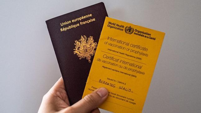 البرلمان البريطاني يننقد جواز سفر كورونا